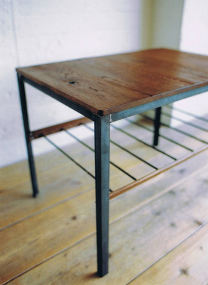 TRUCK - BOOMERANG SIDE TABLE