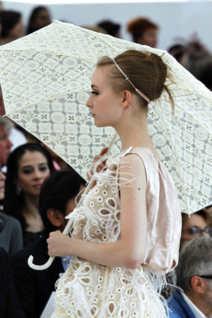 LOUIS VUITTON - monogram umbrella S/S 2012