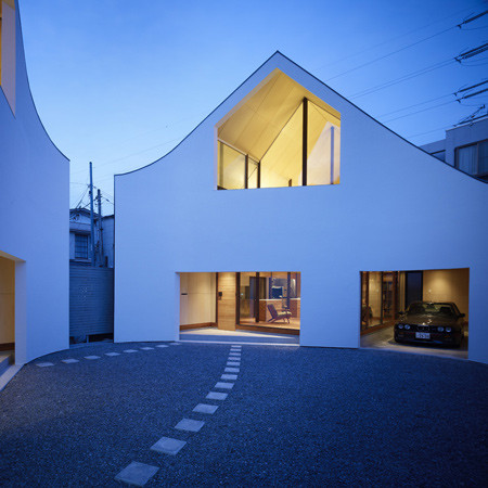 Japanese architect :  Akio Nakasa - A House Made of Two
