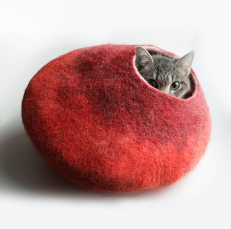 vaivanat - Warm Orange Red Bubble - Hand Felted Wool Cat Bed