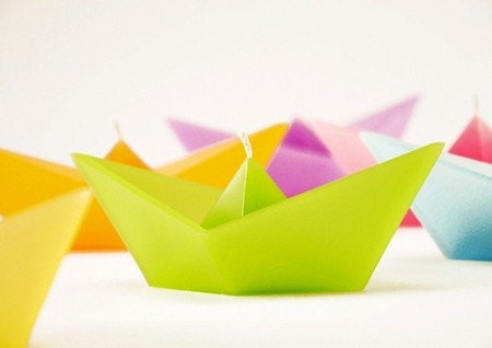 Roman Ficek - Floating Origami Boat Candles