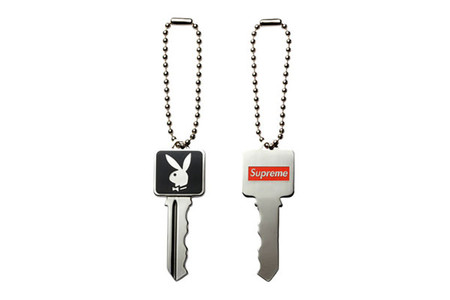 Playboy x Supreme - key ring