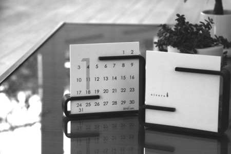 aizara - desk top calendar