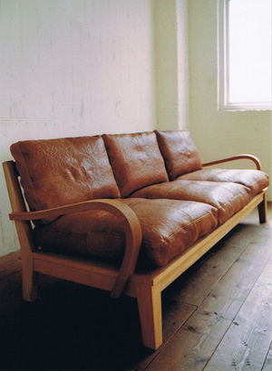 TRUCK - FURROWED-LEATHER OAK-FRAME SOFA 3-SEATER