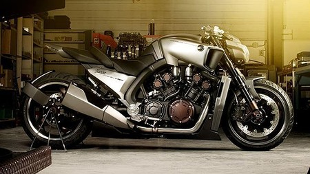YAMAHA - VMAX Hyper Modified: Ludovic-Lazareth