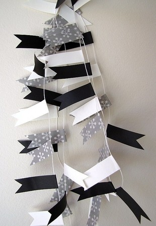 Poppytalk Handmade - Party Bunting D – Black & White
