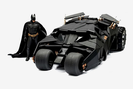 Hot Toys - The Dark Knight 1:6 Scale Batmobile