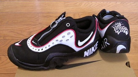 NIKE - AIR WORM INDESTRUKT  Black/White Varsity Red
