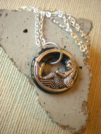 Luulla - Mermaid Necklace: Black and Silver