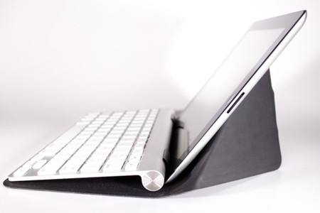 incase - Origami Workstation for iPad and Apple Wireless Keyboard