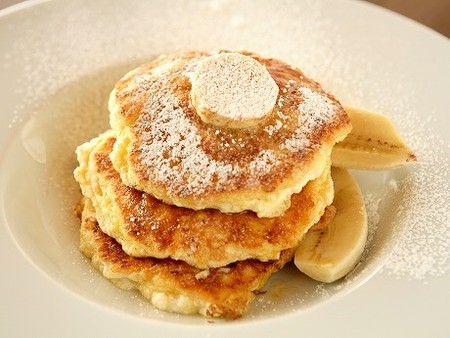bills - Ricotta hotcakes, fresh banana and honeycomb butter