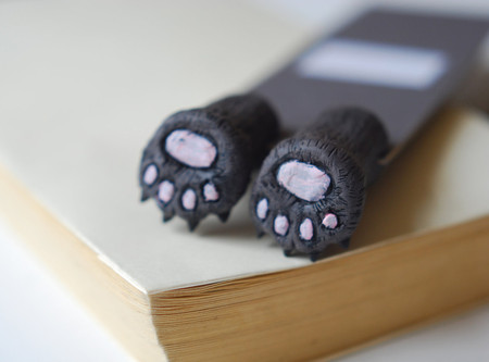 MyBookmark  - Bear paws in the book