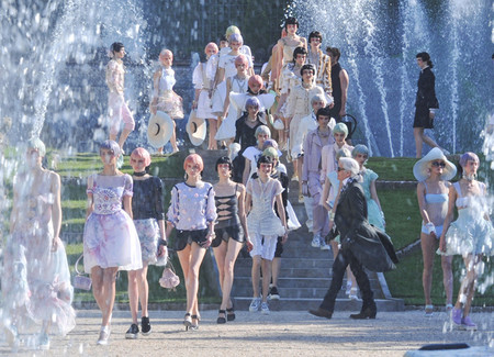 CHANEL - CHANEL Cruise 2012/13 @Versailles